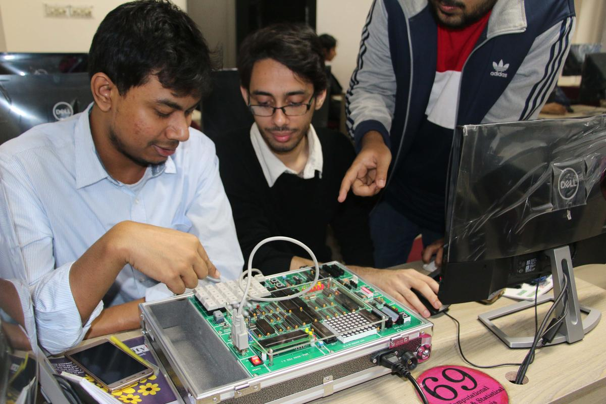 CSE dept teaches microprocessor history hands on | Brac